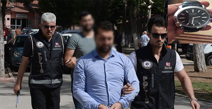 Adana'da 'gaybubet evi'nde, FETÖ elebaşı Gülen imzalı saat bulundu