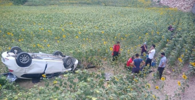 Adana'da minibüs ile otomobil çarpıştı: 3'ü ağır 7 yaralı