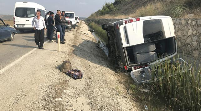 Adana'da otomobil ile minibüs çarpıştı: 16 kişi yaralandı