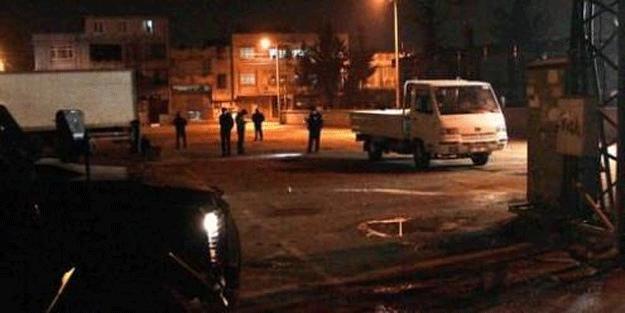 Adana'da polis merkezine bombalı saldırı atıldı