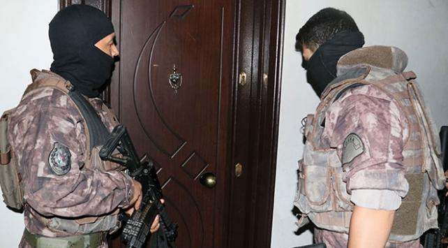 Adana'da uyuşturucu tacirlerine operasyon: 8 kişi tutuklandı