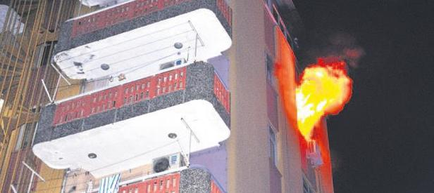 Adana'da yurt alev alev yandı