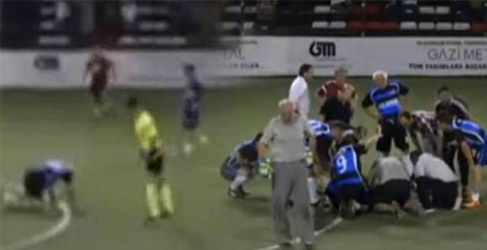 Adapazarı'nda halı sahada maç yapan adam kalp krizi geçirerek hayatını kaybetti