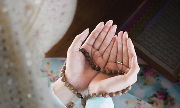 Adetli kadın dua okuyabilir mi? | Adetli kadın camiye girebilir mi?