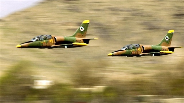Afgan hava kuvvetleri askeri karakolu bombaladı