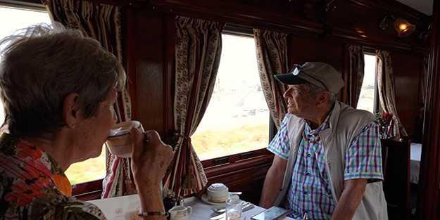 Afrikayı doğudan batıya keşfe çıkan tren