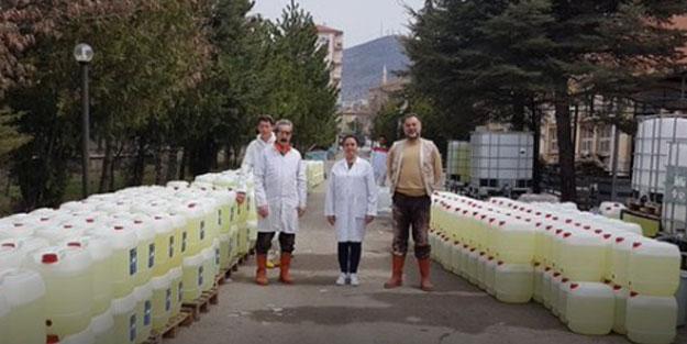 Liseli gençler 150 ton hijyen malzemesi üretti