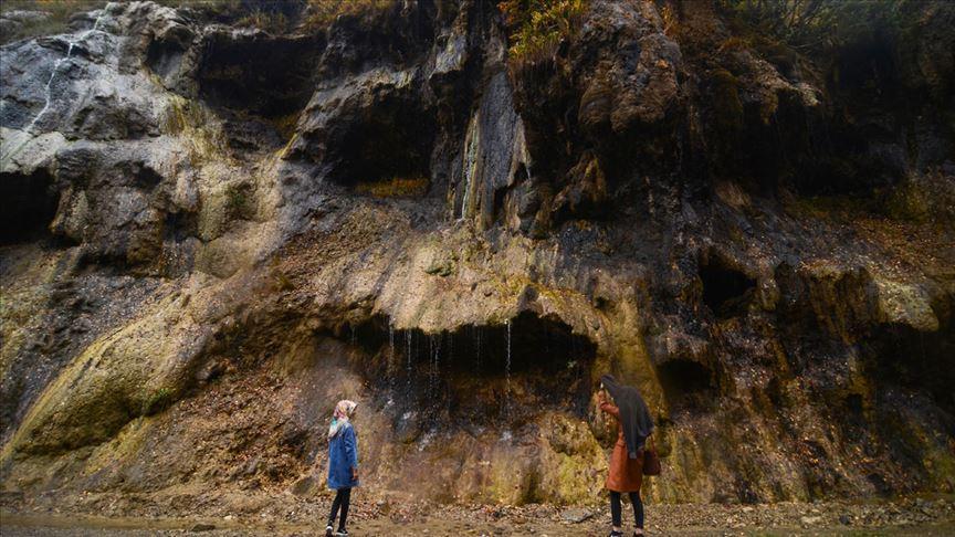 'Ağlayan Kayalar' ziyaretçilerin ilgi odağı