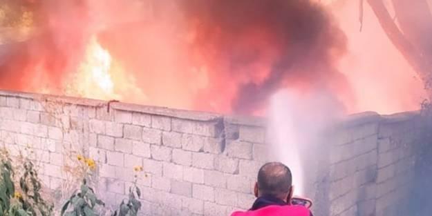 Hurdalık alanda çıkan yangın güçlükle söndürüldü