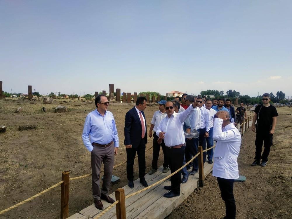 Ahlat Selçuklu Meydan Mezarlığı'ndaki restorasyonun süresi 1 yıla çıkartıldı