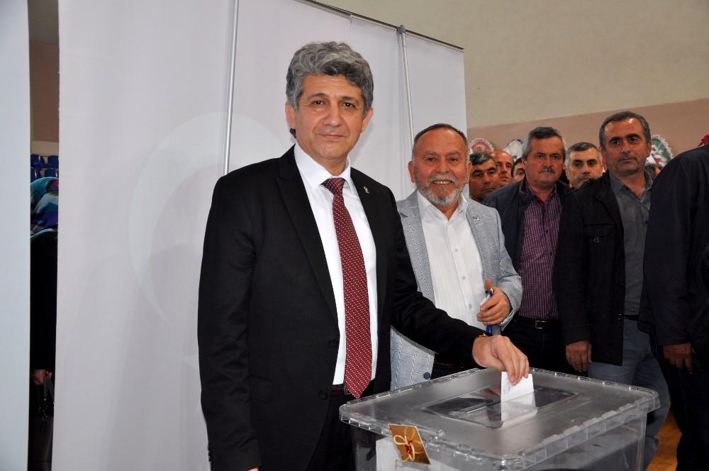 AK Parti Karacabey İlçe Başkanı İşcan Güven Tazeledi