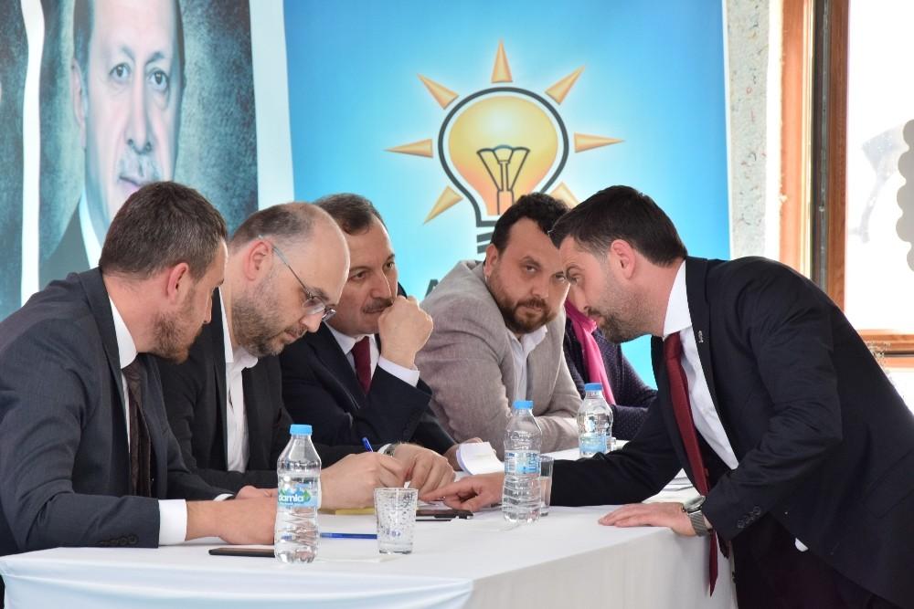 AK Parti Lapseki kongresinde Namık Ergin başkan seçildi