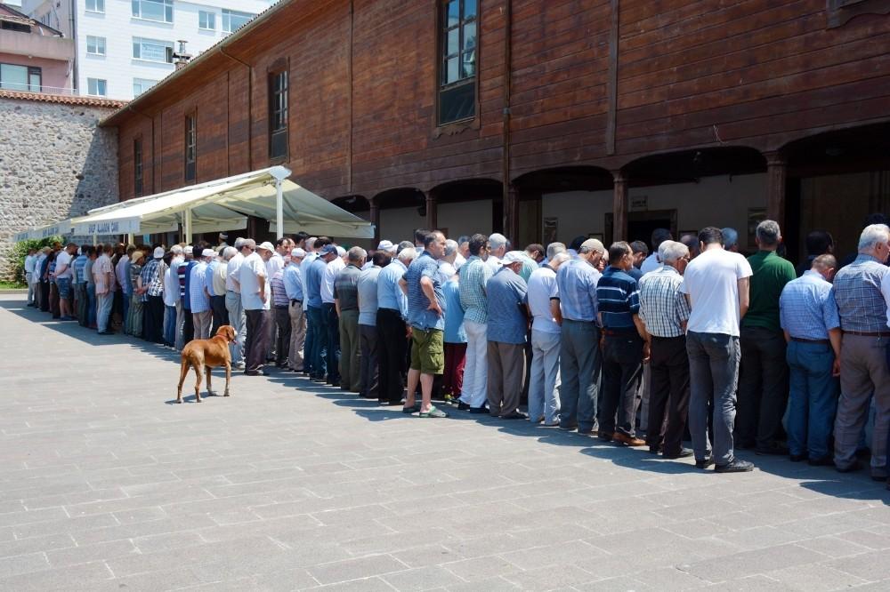 AK Parti Sinop teşkilatı Muhammed Mürsî için namaza durdu