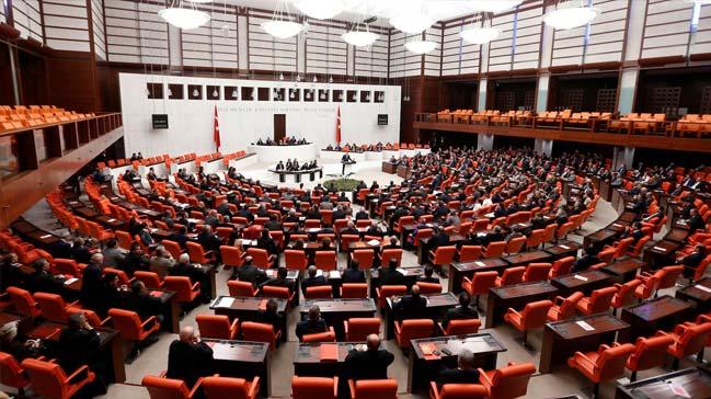 AK Partili vekiller 'Evet' dedi; CHP'liler destek verdi