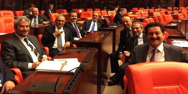 AK Partili vekillerden Meclis'te 3 dönem hatırası