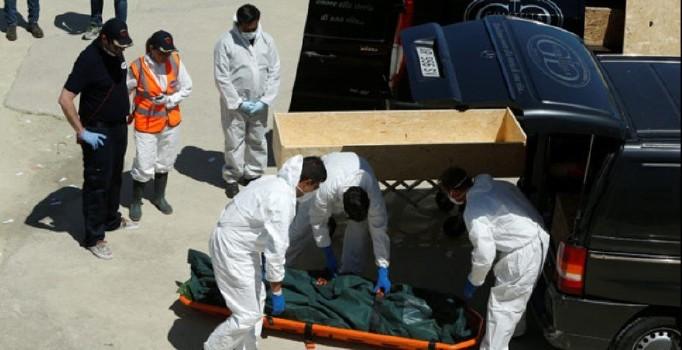 Akdeniz'de boğularak ölen mültecilerin cesetleri kıyıya taşındı