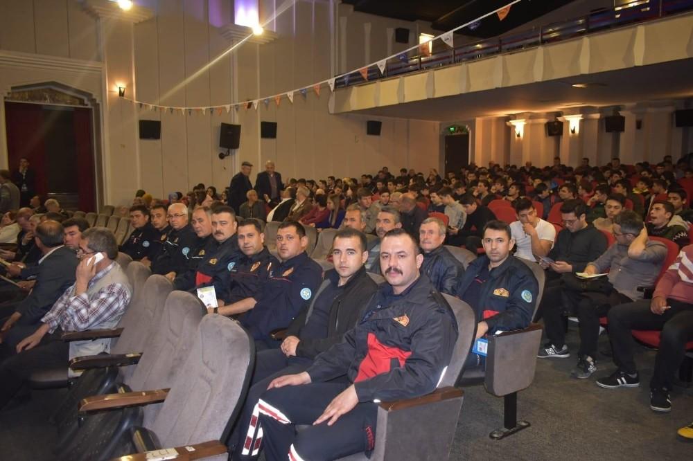 Akhisar'da 'Depremle yaşamak' konferansı düzenlendi