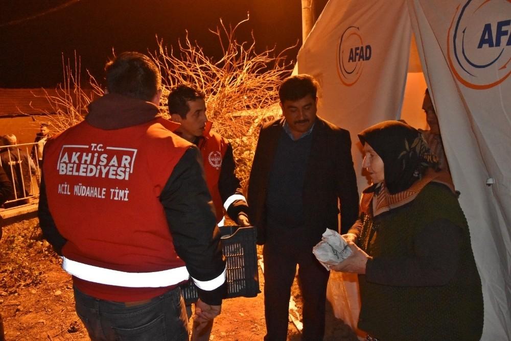 Akhisar'da depremzedelerin ihtiyaçları gideriliyor