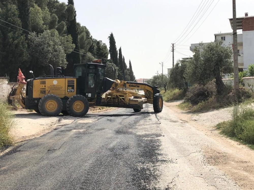 Akhisar'da yol ve yama çalışmaları sürüyor