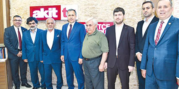 Akit Medya Grubu'nu ziyaret eden İstanbul Valisi Ali Yerlikaya: Düzensiz göç önlenecek