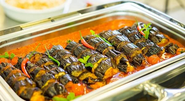 Akşam yemeğinde lezzet fırtınası yaşatacak bir tarif: Patlıcan kebabı