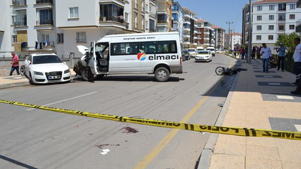 Aksaray'da minibüs ile motosiklet çarpıştı! Feci ölüm...