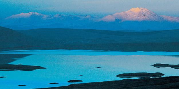 Aktaş Gölü'nün yüzeyi buz tuttu