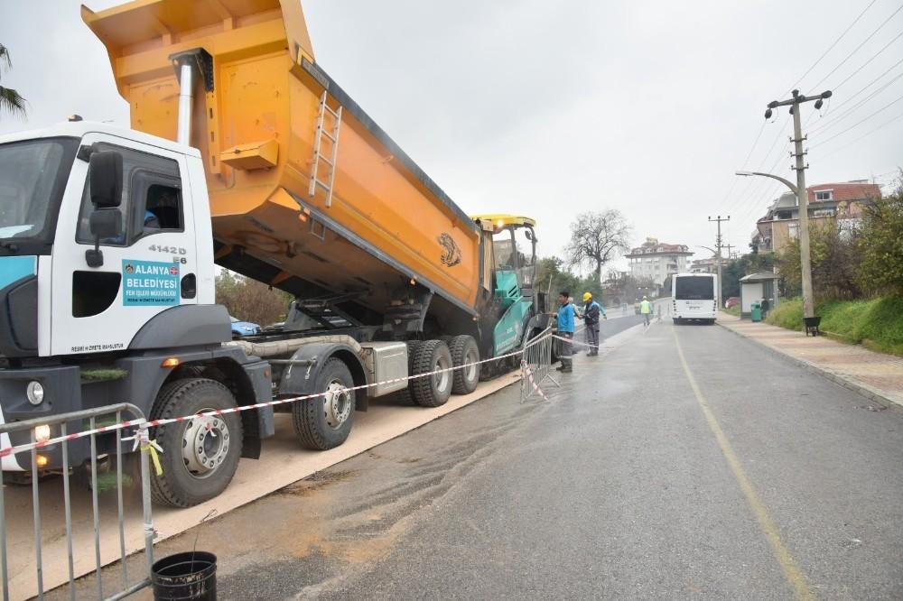 Alanya'da deforme olan yollara hızlı asfalt