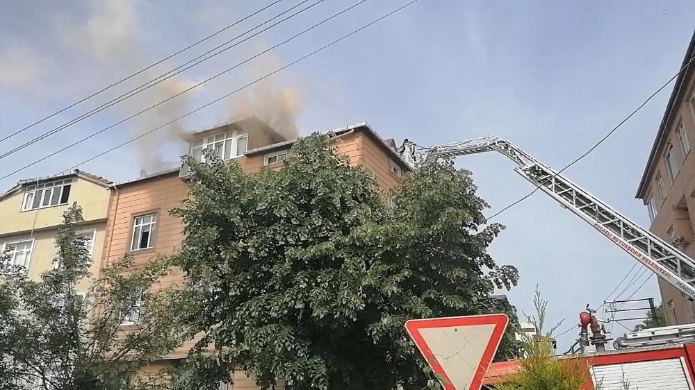 Alevlere teslim olan şofben 5 katlı binayı küle çeviriyordu