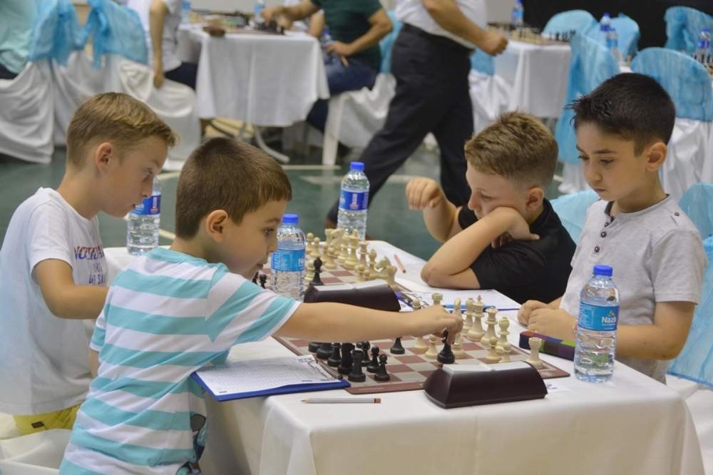 Aliağa'da yaz dönemi satranç kurs kayıtları başlıyor