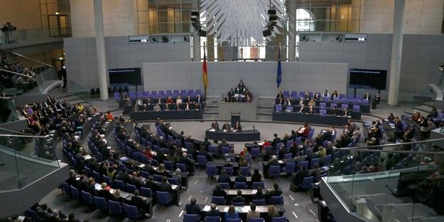 Alman milletvekili MİT'in FETÖ listesinde!