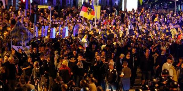 Almanya karıştı! Gösteriler sağ-sol çatışmasına dönüştü