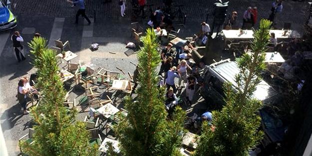 Almanya'da bir araç kalabalığın içine girdi: 3 ölü 30 yaralı