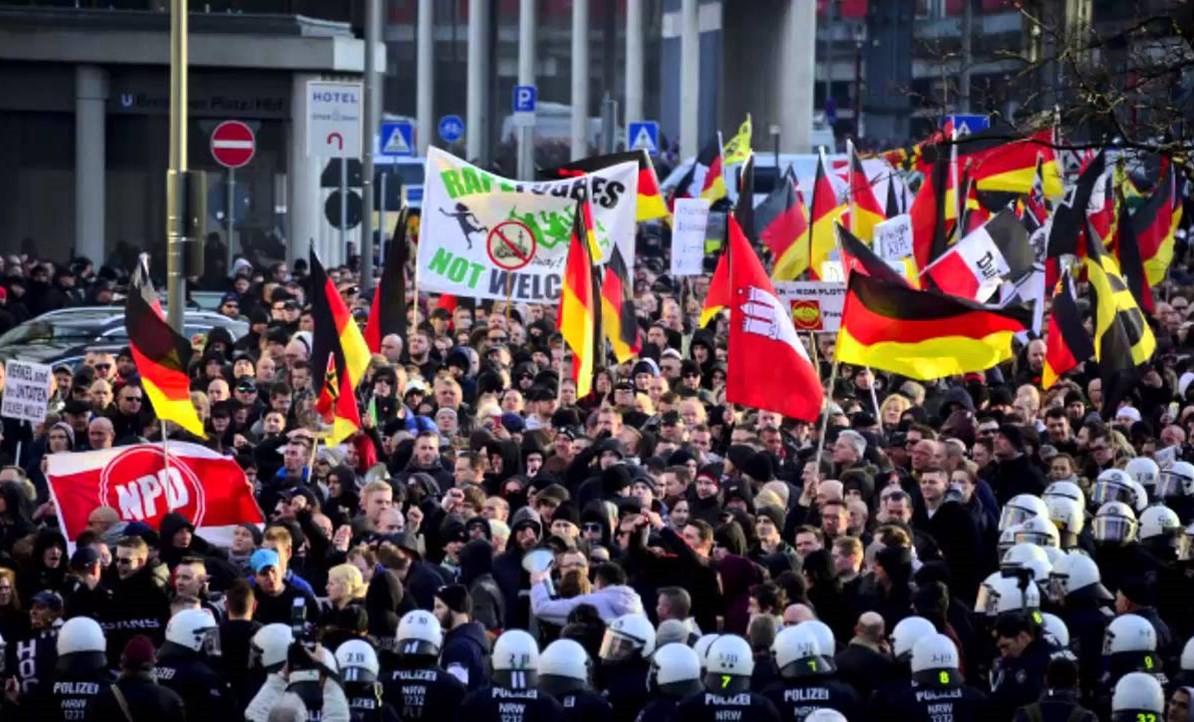 Almanya'da ırkçılık büyüyor! Türk aileye alçak saldırı