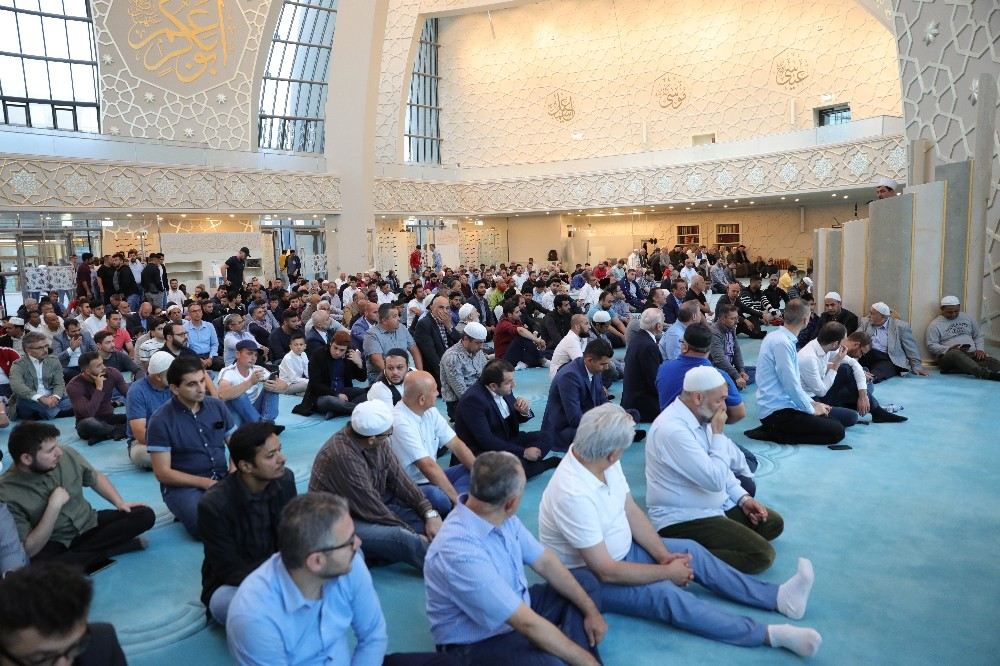 Almanya'da Kurban Bayramı'nda camiler doldu