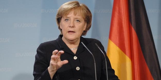 Almanya'da referandum için alçak pankartlar!