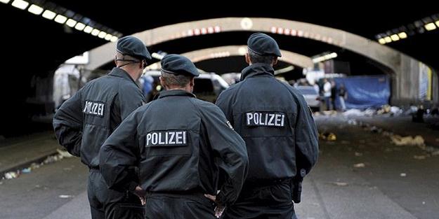 Almanya'da skandal: 'Türk avına çıkıyoruz' diyen polislere bakın ne ceza verdiler!