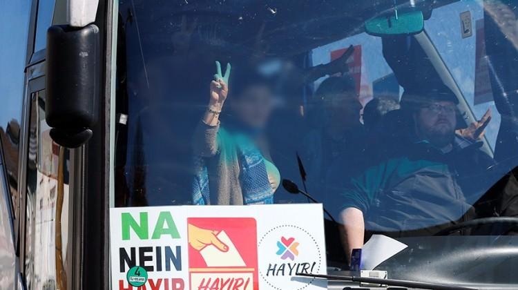 Almanya'dan terör örgütü PKK'lılara bedava otobüs