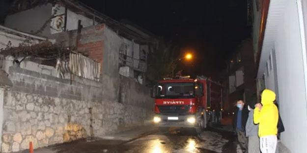 Amasya'da çıkan yangında ahşap ev küle döndü