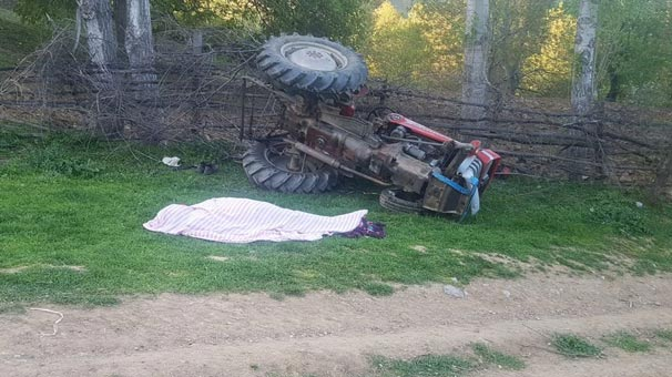 Amasya'da devrilen traktörün altında can verdi