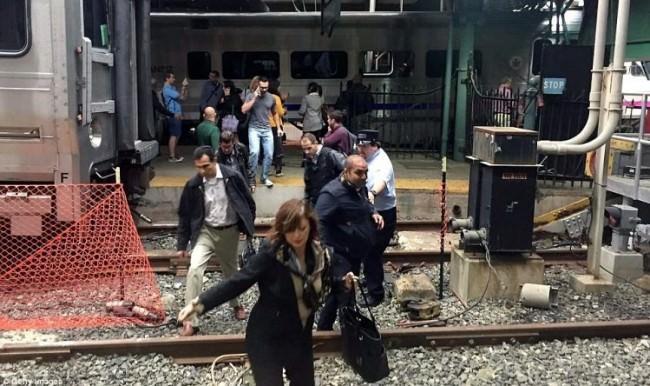 Amerika'da tren kazası: 100'den fazla yaralı var
