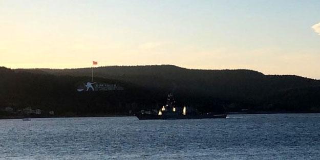 Amerikan savaş gemisine Türk sahil güvenlik botları eşlik etti