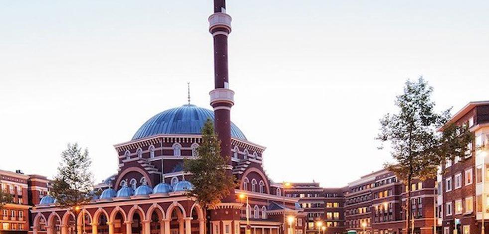 Amsterdam Ayasofya Camii'nde ilk resmî nikah kıyıldı