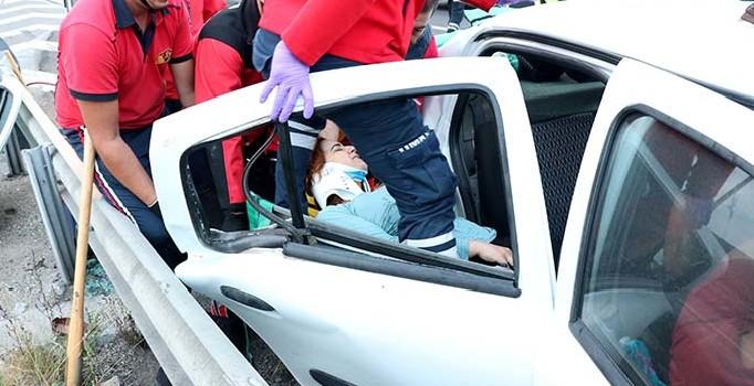 Anadolu Otoyolu'nda minibüs ile otomobil çarpıştı: 13 yaralı