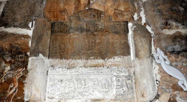Anadolu Selçuklu Sultanı Alaaddin Keykubat'ın kayıp kitabesi evin duvarında bulundu