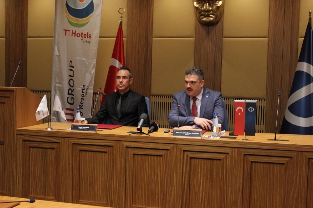 Anadolu Üniversitesi ile Türkiye TT Hotels Turkey arasında iş biriliği protokolü