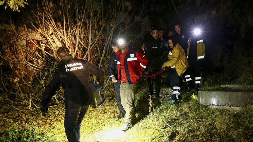 Ankara Kalesi'nden kayalıklara düşen kişi yaralandı