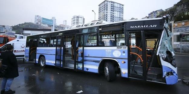 Ankara'da halk otobüsü temizlik aracına çarptı! 10 yaralı