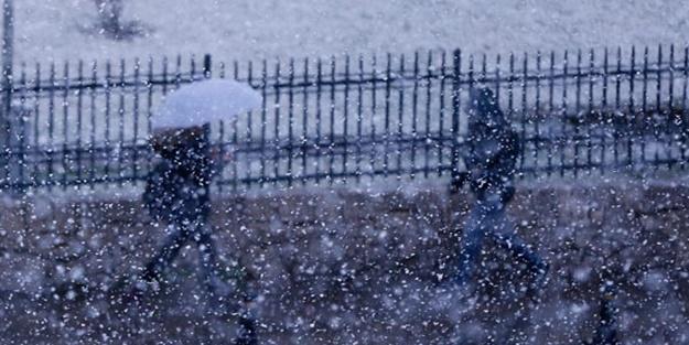 Ankara'da kar yağışı: Birden bastırdı!