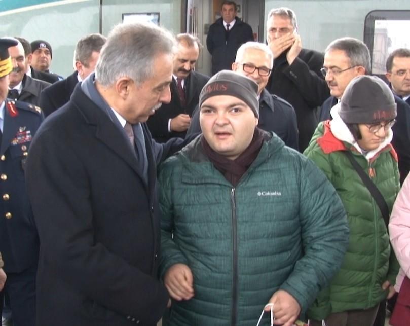 Ankara'dan Konya'ya gelen özel gereksinimli misafirleri protokol karşıladı